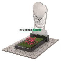 Памятник из мрамора Лебедь с сердцем П00517
