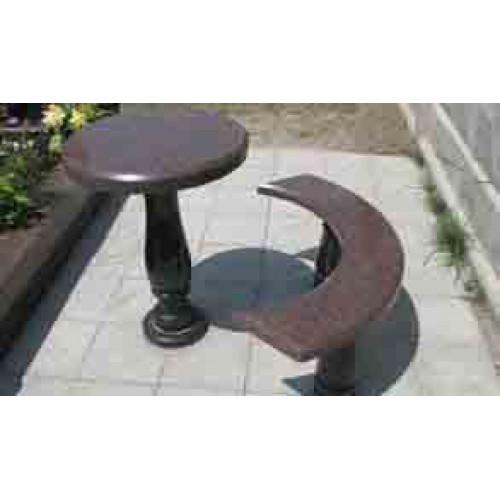Гранитный стол и лавка полукругом
