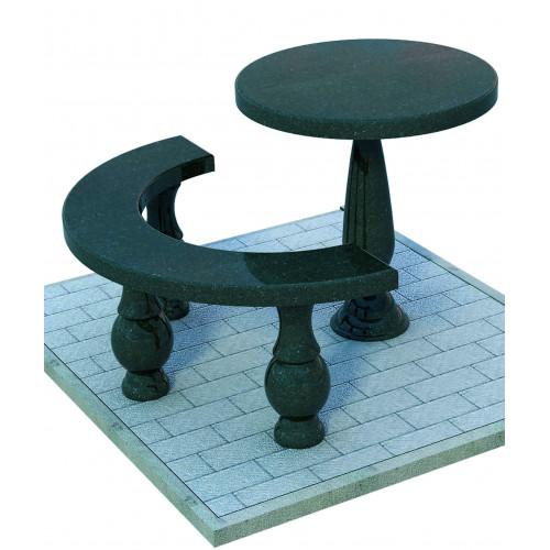 Круглый стол и лавка полукругом из гранита